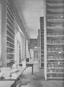 The interior of the Library in St. Jacob's Church, 1904.